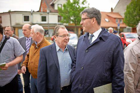 Auf Tuchfühlung mit der Bevölkerung: Bei wichtigen Entscheidungen will Oliver Junk stets die Goslarer Bürger einbezogen sehen. Foto: Sobotta